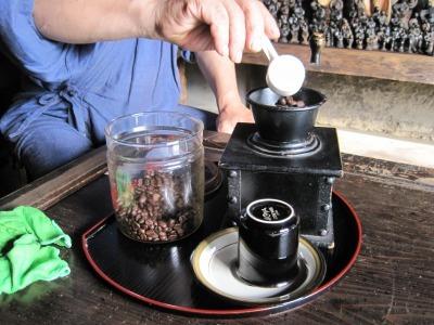 ジャズ&ジャラリー 湧水のコーヒー.jpg